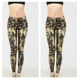 Aura Via One Size Leggings in Leopard Print